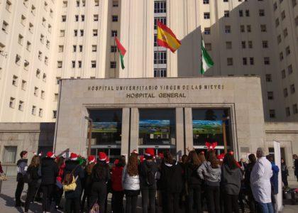 Armilla visita la planta de oncología del Hospital Universitario Virgen de las Nieves.